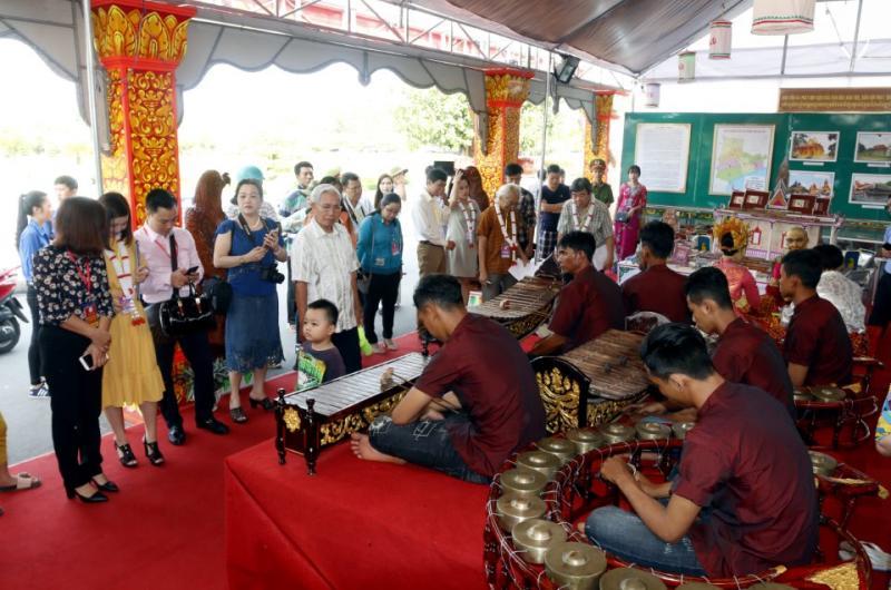 không gian văn hóa Khmer Nam bộ đầy sắc màu đã được đông đảo công chúng thưởng lãm trong những ngày hội vui tươi, ý nghĩa