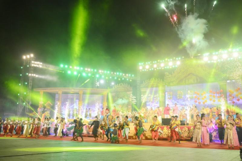 Đặc biệt, những chương trình nghệ thuật trên sân khấu luôn được chuẩn bị chu đáo, từ chương trình nghệ thuật khai mạc hoành tráng