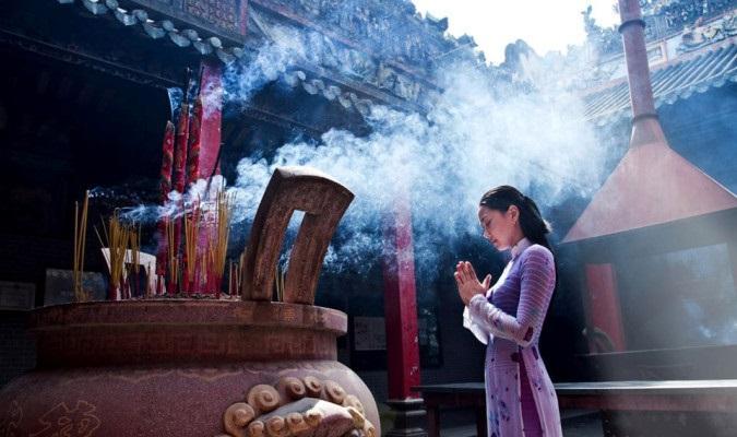 Khi đi chùa chiền, ta không nên cầu thân thể thoát đau ốm, bệnh tật - Ảnh minh họa: Internet