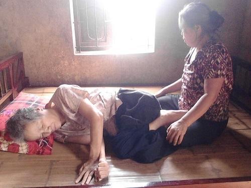 Bất ngờ bị liệt nửa người, cô Mai đành gác lại giấc mơ nhà giáo - Ảnh: Internet