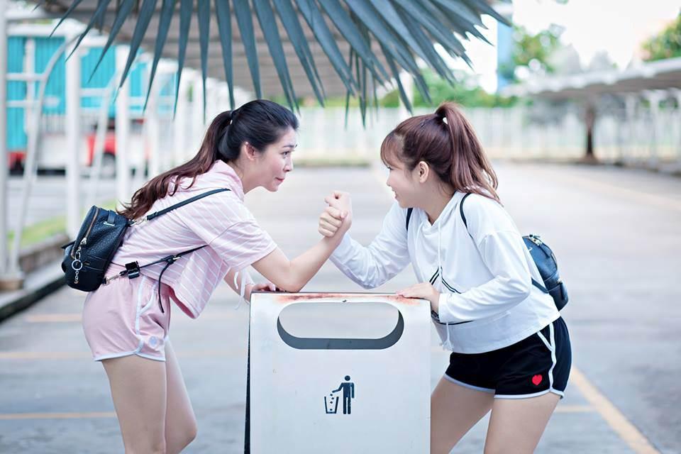Cả hai cô bạn đều có ngoại hình khá giống nhau, xinh xắn và dễ thương. Đặc biệt, cùng chung sở thích xem phim, du lịch và cực thích ăn hải sản.