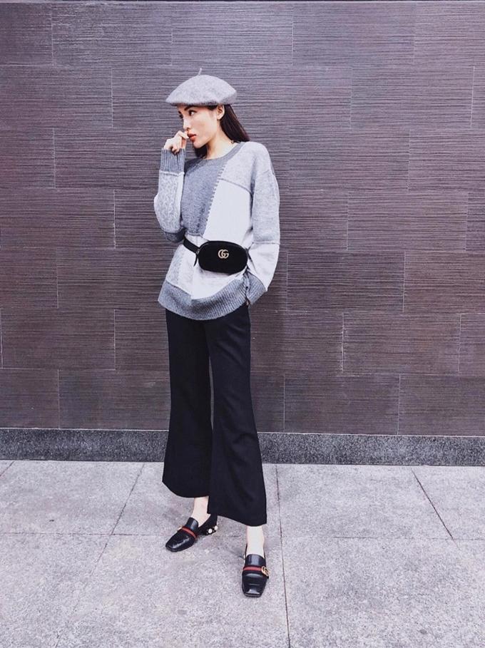 Thiết kế túi đeo hông dáng tròn của Gucci được bán với giá hơn 23 triệu đồng.