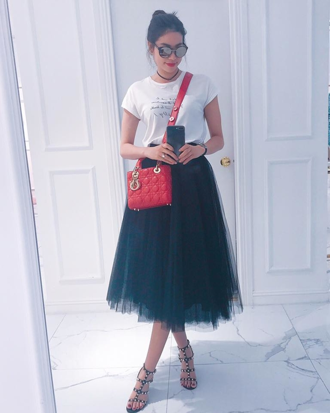 Người đẹp có đủ mọi kích cỡ và màu sắc của dòng Lady Dior.