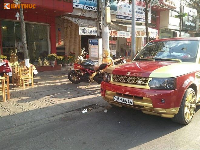 Ấn tượng nhất trong bộ ba ôtô và xe máy mạ vàng này chiếc xe SUV hạng sang Ranger Rover sở hữu biển số