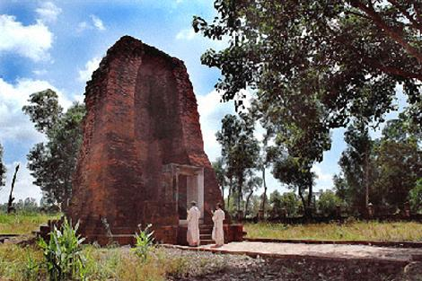 Tháp cổ Vĩnh Hưng. Ảnh: baclieu.gov.vn