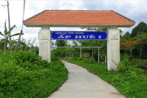 Cổng chào một ấp tại huyện nông thôn mới Phước Long, Bạc Liêu.