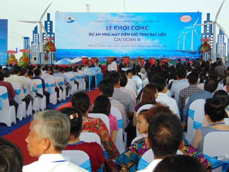 Quang cảnh buổi Lễ khởi công dự án Nhà máy điện gió Bạc Liêu III, với công suất 142MW (xã Vĩnh Trạch Đông, TP Bạc Liêu) - Ảnh: Gia Minh