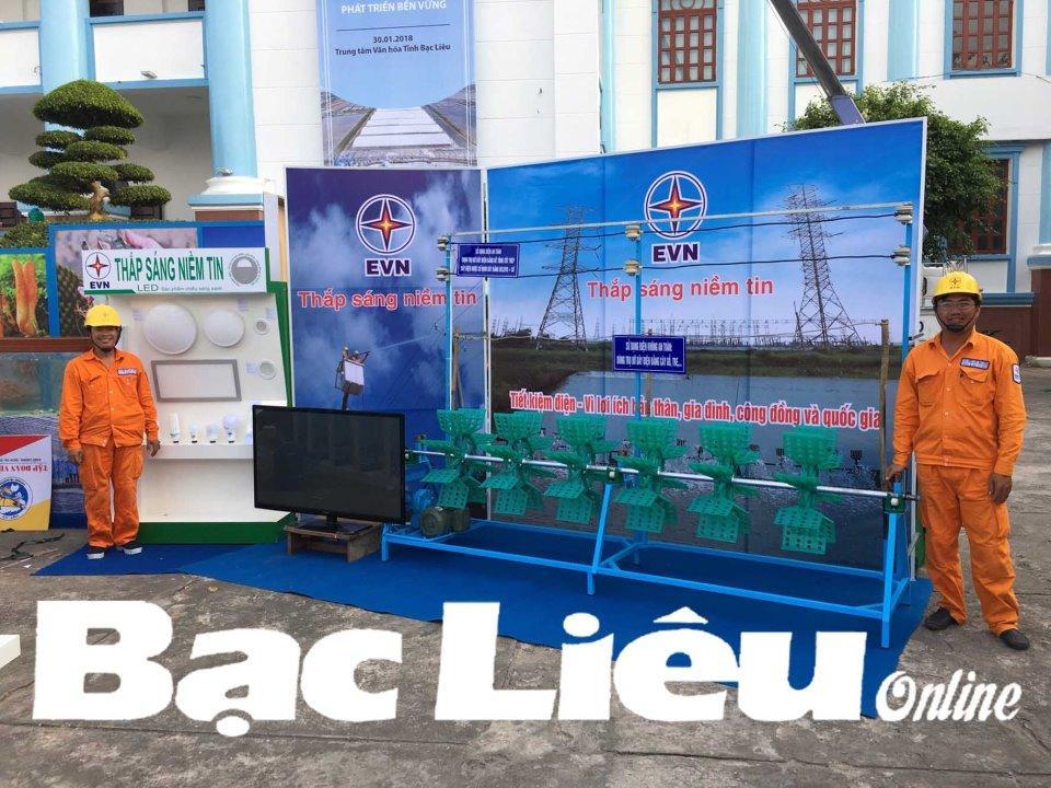 Mô hình sử dụng điện an toàn, tiết kiệm và hiệu quả trong nuôi tôm của Công ty Điện lực Bạc Liêu được trưng bày tại hội nghị xúc tiến đầu tư tỉnh Bạc Liêu năm 2018. Ảnh:N.Q