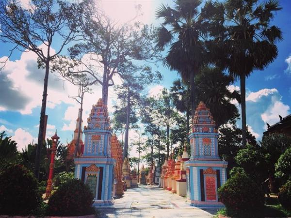 Cổng chùa nổi bật đậm sắc thái Khmer. (Nguồn: aaaronhoffman)
