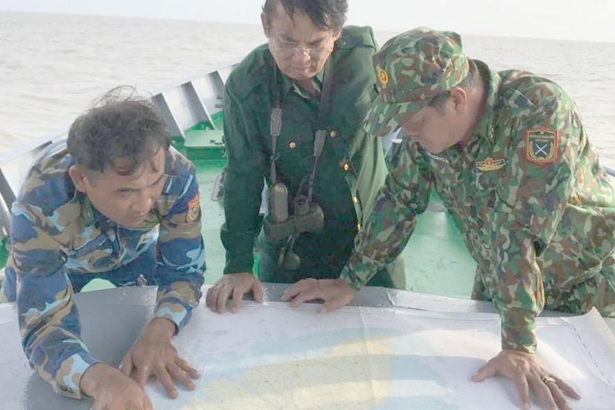 Khảo sát vị trí nước sâu trên bản đồ và thực địa.