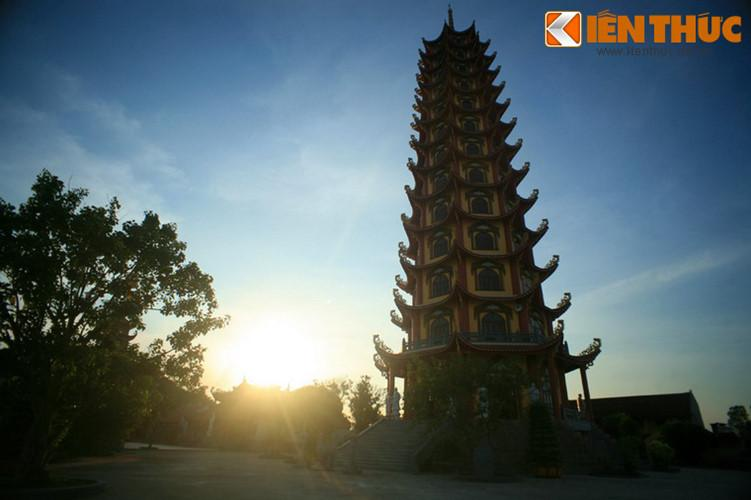 Với chiều cao như vậy, đây là tòa tháp Phật giáo cao nhất Việt Nam thời điểm hiện tại.