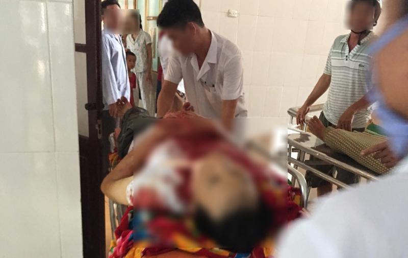 Người chồng nghi dùng dao cắt cổ vợ tử vong rồi cứa cổ tự sát ở Nam Định đang được cấp cứu tại bệnh viện