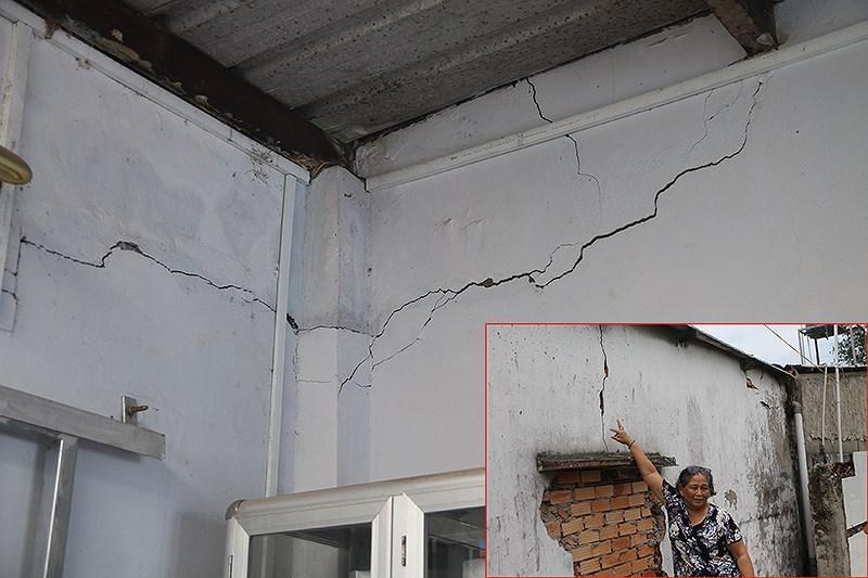Các vết nứt lớn tại nhà bà Nguyễn Thị Kim Mai, sát đường dẫn. Ảnh: HẢI DƯƠNG