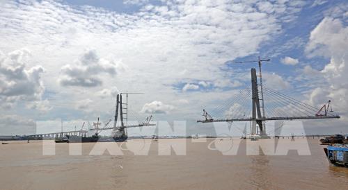 Dự án xây dựng cầu Vàm Cống (nối thành phố Cần Thơ với tỉnh Đồng Tháp). Ảnh: TTXVN