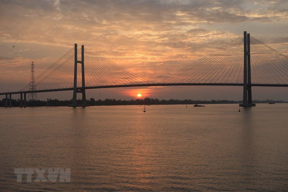 Cầu Cao Lãnh chính thức được đưa vào sử dụng ngày 27/5, kết nối đôi bờ sông Tiền, nối liền huyện Lấp Vò và thành phố Cao Lãnh của tỉnh Đồng Tháp. (Ảnh: Nguyễn Văn Trí/TTXVN)