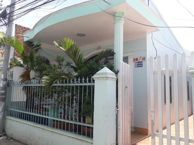 Ngôi nhà của vợ chồng Long Hai, nơi xảy ra nghi vấn cháu bé 4 tuổi bị hành hung dẫn đến tử vong. Ảnh: Trần Tuấn