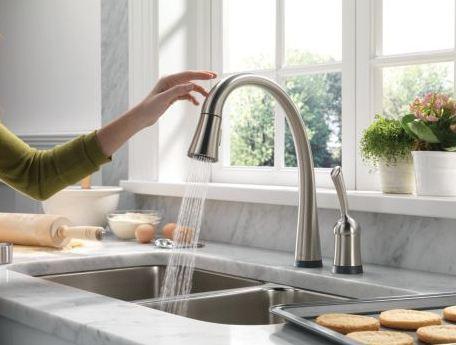 Mở vòi nước cho chảy tượng trưng cho sự no đủ.