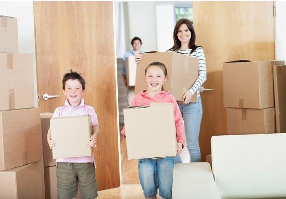 Gia đình bạn phải vui vẻ, hạnh phúc trong ngày chuyển nhà.