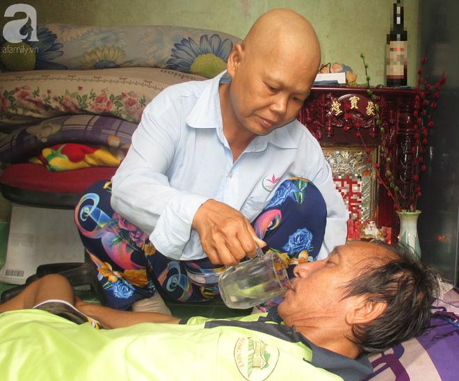 Gắn bó gần cả đời người với chồng, bà Hương chỉ mong những ngày tháng còn lại có đủ tiền thuốc men, chữa bệnh.