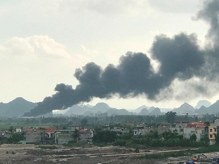 Vụ cháy tại công ty CP Thông Quảng Ninh hình thành cột khói đáng sợ