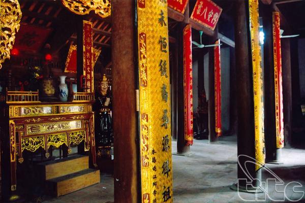 Trung tầm điện thờ, nơi đặt bài vị của tám vị vua nhà Lý