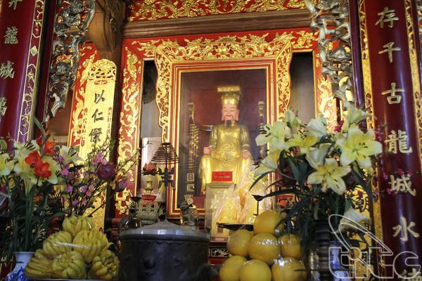 Hậu cung - nơi đặt ngai vàng và bài vị của 8 vị vua nhà Lý