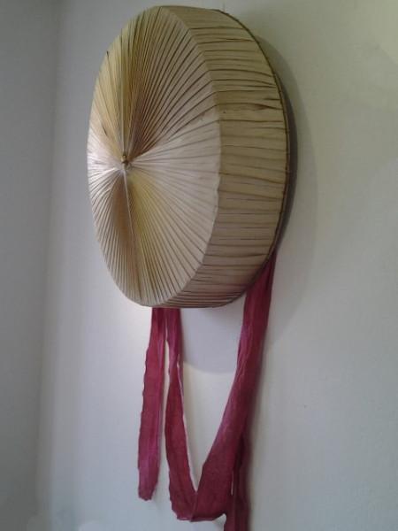 Một chiếc nón quai thao cũ được phục chế.