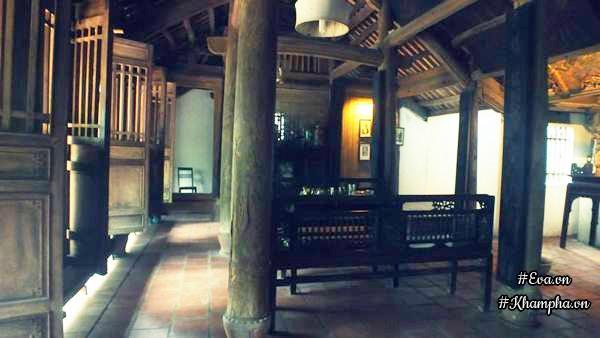 Nội thất bên trong nhà được sắp xếp, bày biện như những ngôi nhà Việt xưa.