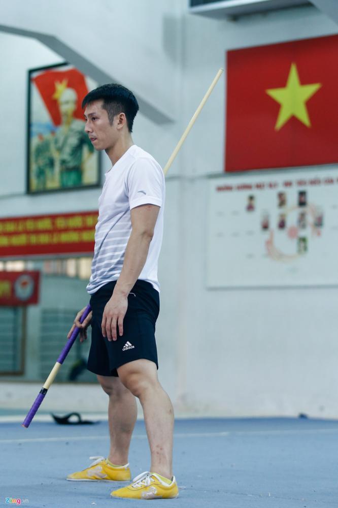 Vài thành viên của tuyển wushu đã có gia đình. Đã 2 tháng nay họ chưa có thời gian về với gia đình nhỏ của mình. Hàng ngày, họ vẫn vượt qua nỗi nhớ gia đình, kiên cường khổ luyện để đem về vinh quang cho thể thao Việt Nam.