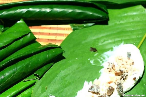 Bánh tẻ được gói bằng lá dong. (Nguồn: kenhsinhvien.net)
