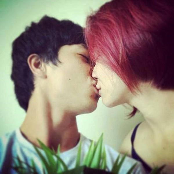 Nụ hôn tốn nhiều bút mực của Công Phượng và Hòa Minzy.