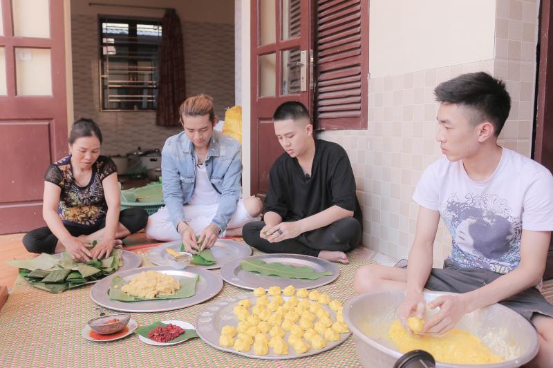 Từ những nguyên liệu dân dã, người dân Đình Bảng, Từ Sơn, Bắc Ninh đã tạo nên chiếc bánh Phu Thê mang đậm hương vị truyền thống. Ảnh: Tuấn Anh
