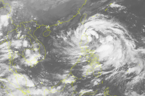 Ảnh mây vệ tinh bão Khanun lúc 21h ngày 12/10. Nguồn: Trung tâm dự báo khí tượng thuỷ văn Trung ương.
