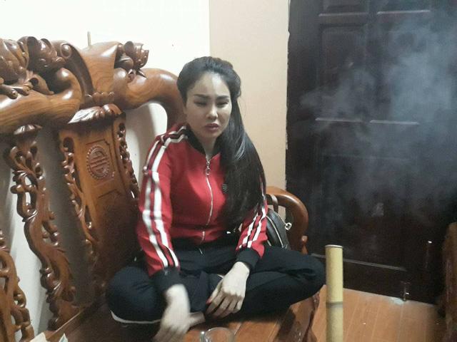 """""""Công chúa thuốc lào"""" Nguyễn Thị Nhung lần đầu tiên trả lời báo chí về cách chữa bệnh kỳ lạ của mình. Ảnh: PV"""