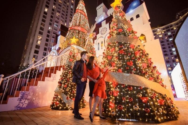 Hệ thống cây Giáng sinh ở Royal City. (Ảnh: Vincom)