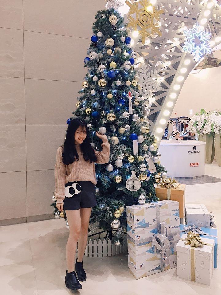 Cây Giáng sinh ở Aeon Mall Long Biên lại vô cùng dễ thương với phong cách Kẹo ngọt . (Ảnh: @chiangchiang89)