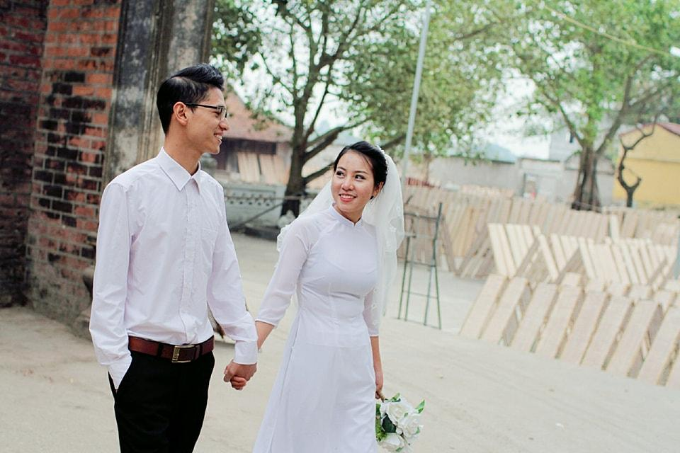 Cặp đôi 9X đang gây sốt mạng xã hội với clip đám cưới vui nhộn.