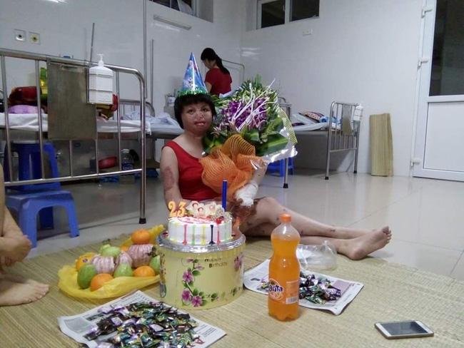 Người mẹ trẻ vừa đón sinh nhật 23 tuổi vào tháng 10/2016