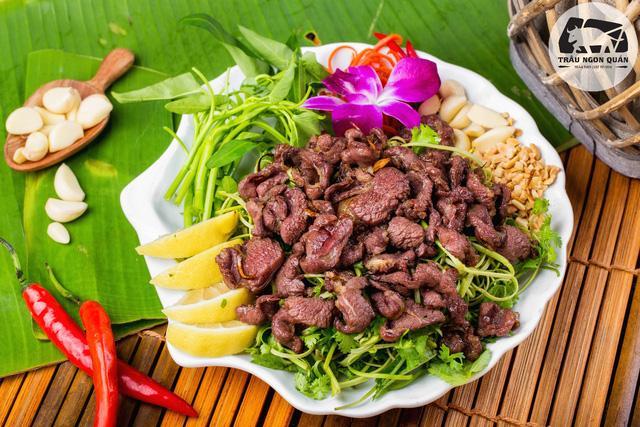 Du khách có thể dễ dàng tìm được quán ăn vì có rất nhiều quán trâu giật ở thị xã Từ Sơn- ảnh Cafef.vn