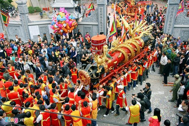 Lễ hội rước pháo làng Đồng Kỵ mang đậm nét văn hóa truyền thống, thu hút đông đảo khách du lịch tham gia. (Ảnh: Lê Bích)