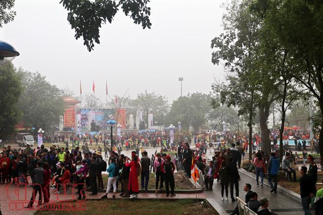 Đến hẹn lại lên, lễ hội vùng Lim diễn ra trong hai ngày 12-13/1 Mậu Tuất (tức 27-28/2) tại 3 xã thuộc Nội Duệ xưa gồm Thị trấn Lim, xã Nội Duệ và xã Liên Bão, huyện Tiên Du, tỉnh Bắc Ninh.