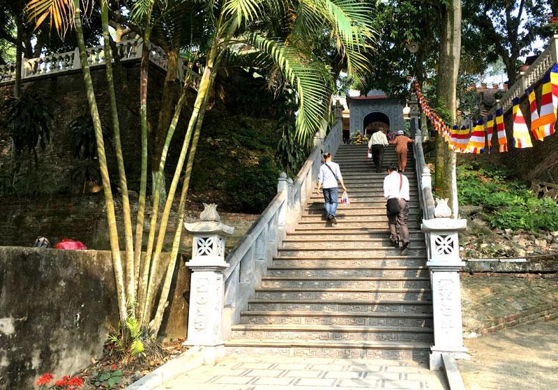 Lối lên chùa Tiêu Sơn.