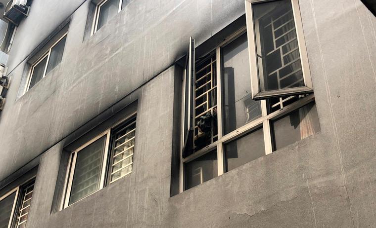 Cảnh tượng hãi hùng vẫn còn tại khắp các căn hộ ở chung cư Carina Plaza sau vụ hỏa hoạn xuất phát từ tầng hầm để xe.