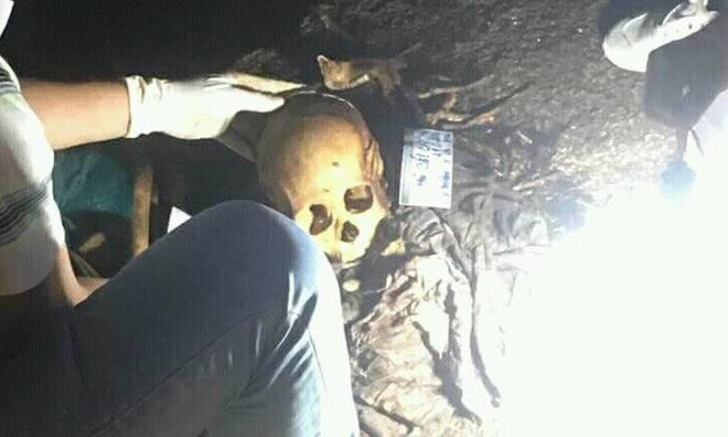 Hộp sọ người tại vị trí phát hiện. Ảnh: Công an TP.HCM
