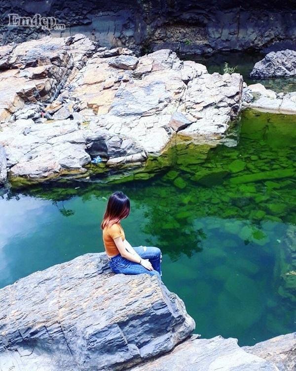 Hồ nước xanh đang được nhiều người chú ý những ngày qua ở Đắk Lắk