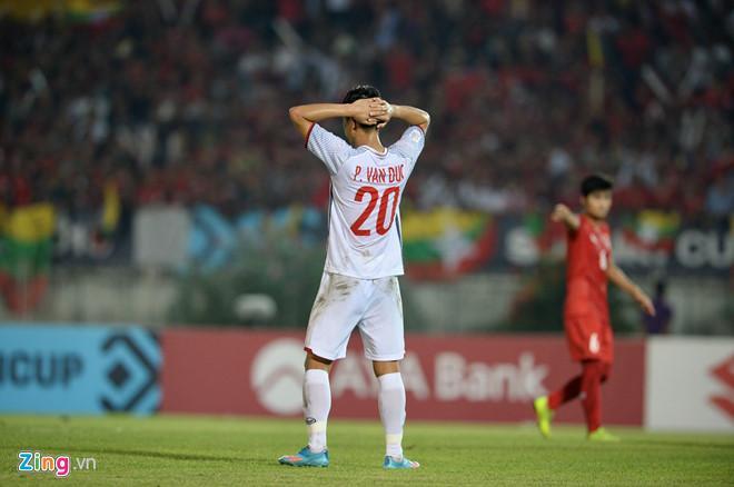 Các chân sút đội tuyển Việt Nam bỏ lỡ nhiều cơ hội ghi bàn vào lưới Myanmar.