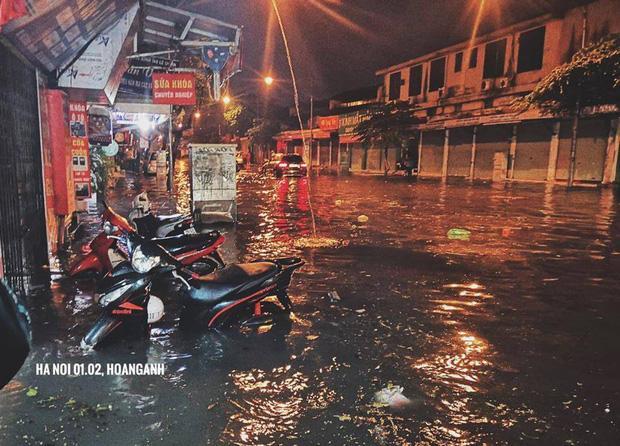 Có lẽ, rất nhiều năm rồi Hà Nội không đón trận mưa lớn như vậy trước thời khắc chào đón năm mới