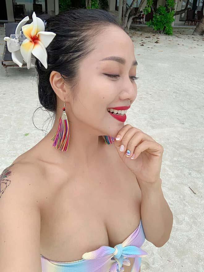 Trong một vài lần đi du lịch nghỉ dưỡng, Ốc Thanh Vân tự tin khoe vẻ sexy khi diện bikini hút mắt.
