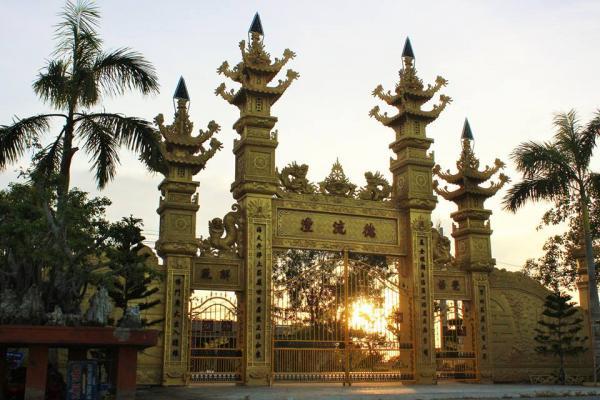 Chiếc cổng gồm 4 ngọn tháp
