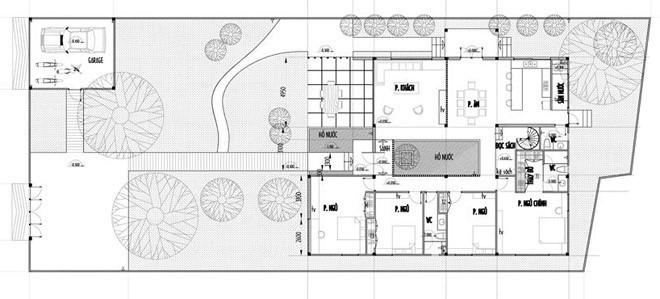 Tầng một có phòng khách, bếp, bàn ăn, 4 phòng ngủ, 3 WC, phòng đọc sách.